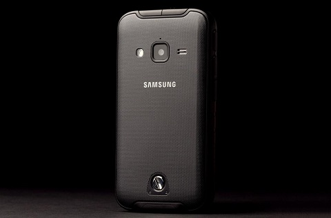 samsung-galaxy-rugby-pro-review-back-angle-2-800x600