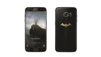 Foto do Samsung Galaxy S7 Edge Injustice Edition, um smartphone com o logotipo do Batman