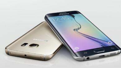 Samsung S Galaxy携帯電話の写真は、湾曲した画面でのみ配信されます
